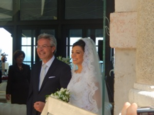 Che bella Sposa! Beautiful bride with proud father - Taormina