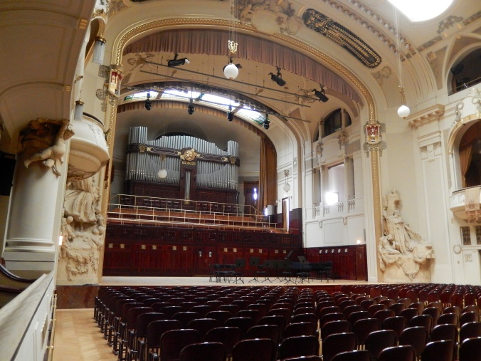 Smetana Hall looking towards the organ and orchestra pit