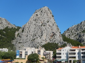 Who put that mountain behind my house? (Omis)