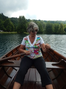 How do I get that left oar out of the water?
