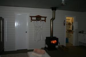 Cherry Lane Cottage, Gulgong Farm Accommodation (3)