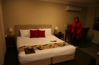Millthorpe Motel on a cold cold night (1)
