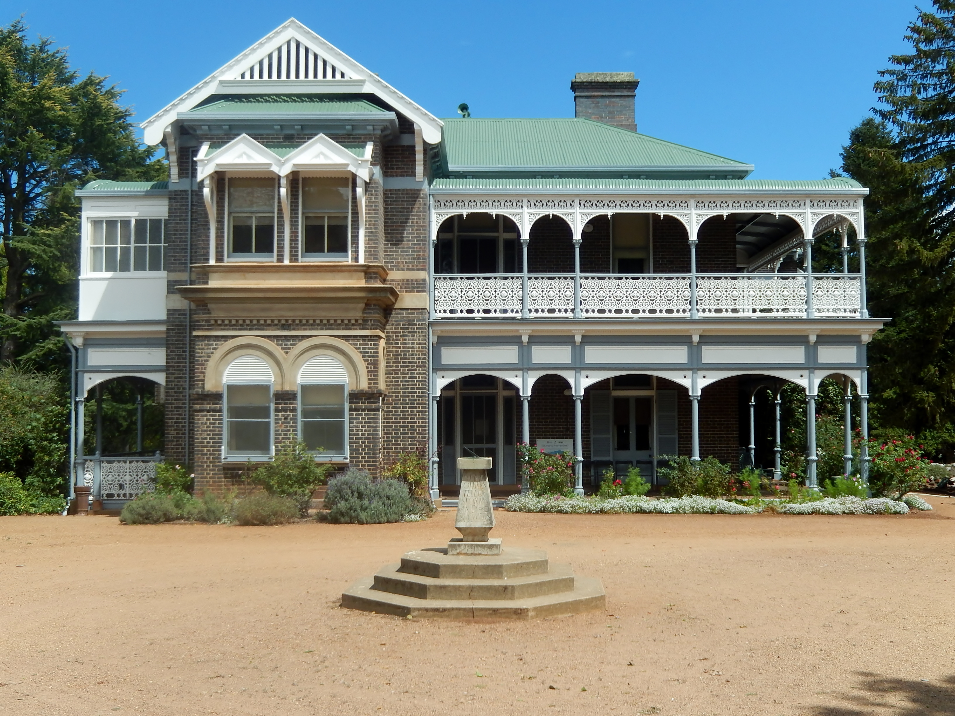 Tourist drive from armidale saumarez homestead uralla for Free house photos