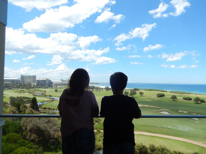 And this is Kidlets #3 and #4 saying good-bye to Wollongong until the next time