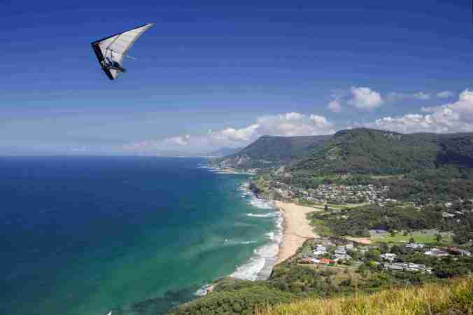 Hang gliders over Stanwell Park near Bald Hill (courtesy DW)