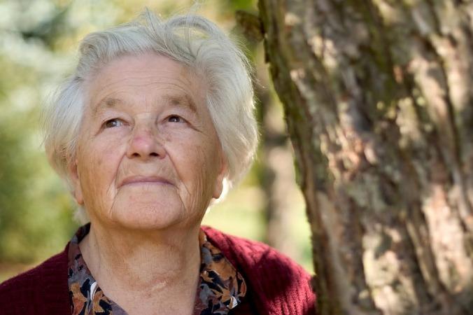 older woman-743885_1280