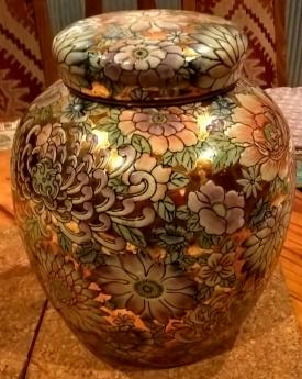 Ceramica Botanica 24k Gold Embossed Urn (816x1024)